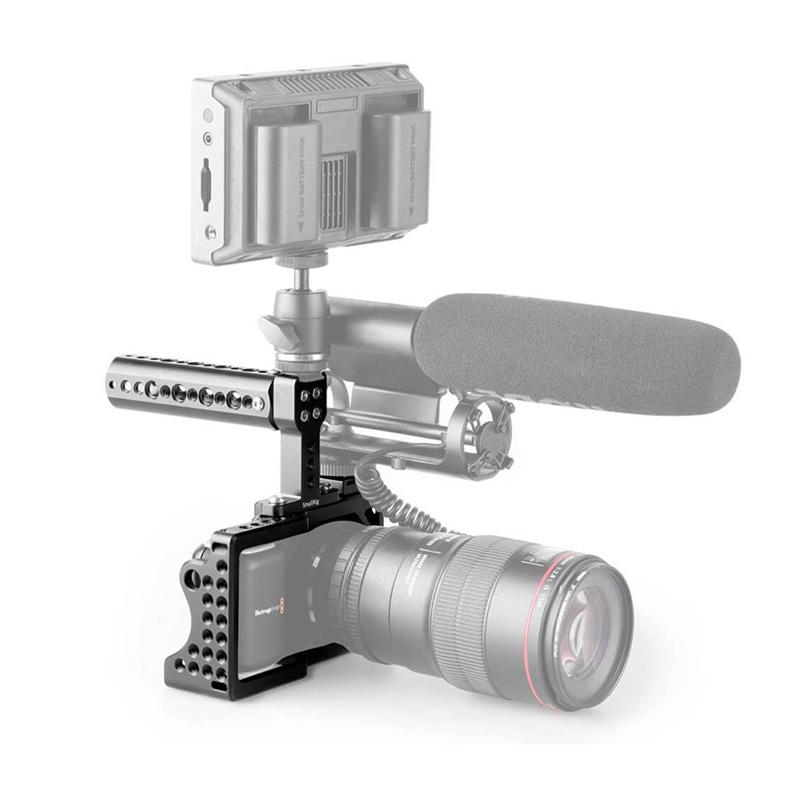 Smallrig Cage merupakan frame yang dapat digunakan untuk menjadi base untuk tambahan aksesoris yang dapat mendukung videografi Anda, seperti LED, Microphone.